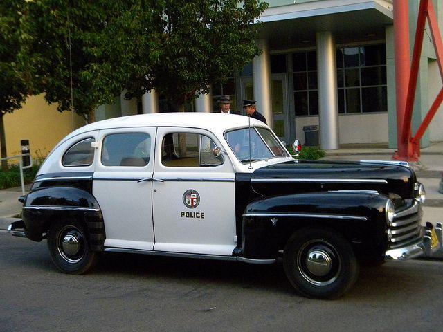 cce2958bcf125a7ca916e58ad2ba92d5--old-police-cars-ford-police.jpg